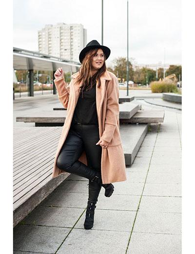 stylowy płaszcz jesienny w rozmiarze plus size