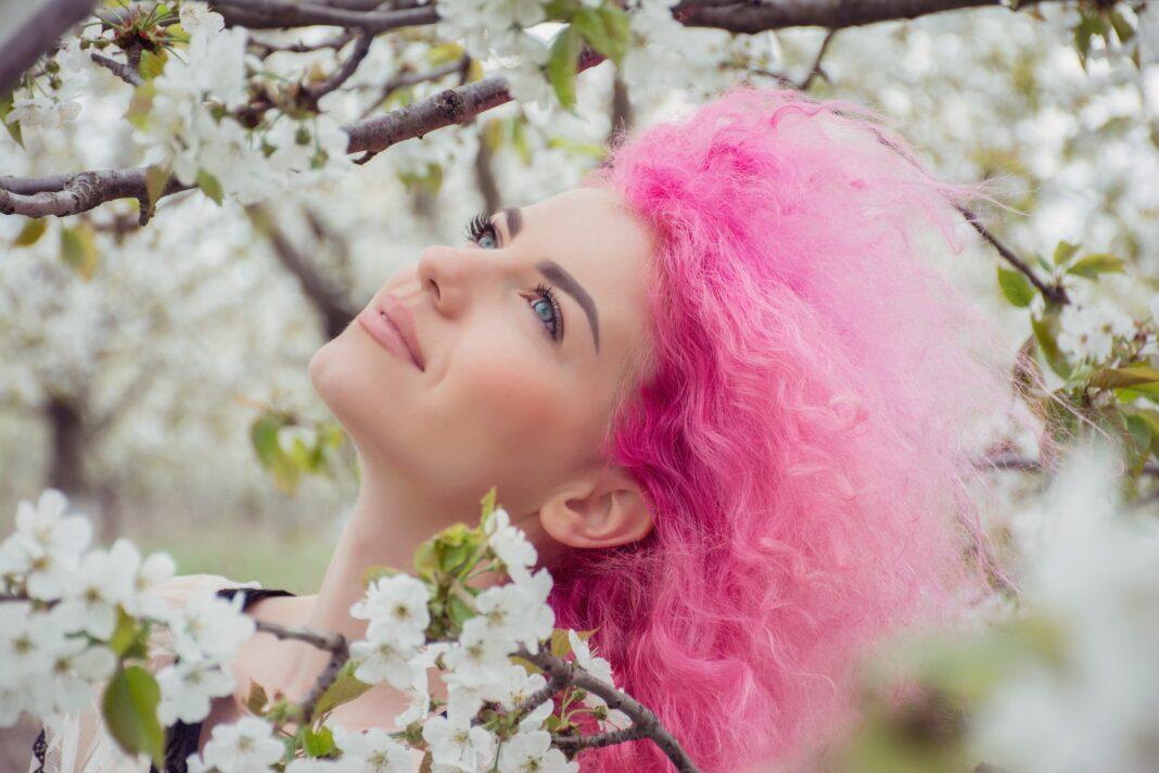 różowe włosy,włosy